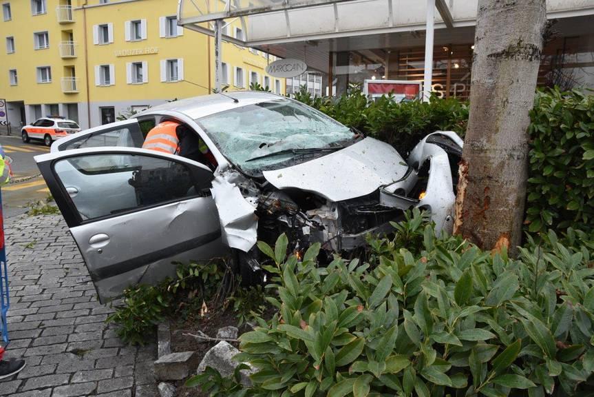Aus gesundheitlichen Gründen verlor die Lenkerin die Kontrolle über ihr Wagen. (BIld: Landespolizei Fürstentum Liechtenstein)