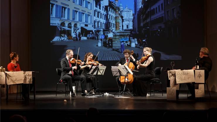 Margit Maria Bauer, das Amaryllis-Quartett und Günter Baumann auf der Bühne.