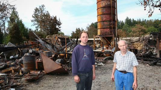Landwirt Christian Zybach und sein Sohn Samuel sind gerührt von der Solidarität der Bevölkerung.