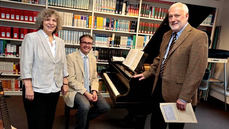 Verena Bider (links) wird neue Direktorin, Peter Probst (ganz rechts) hört auf. Zwischen den beiden sitzt Remo Ankli.
