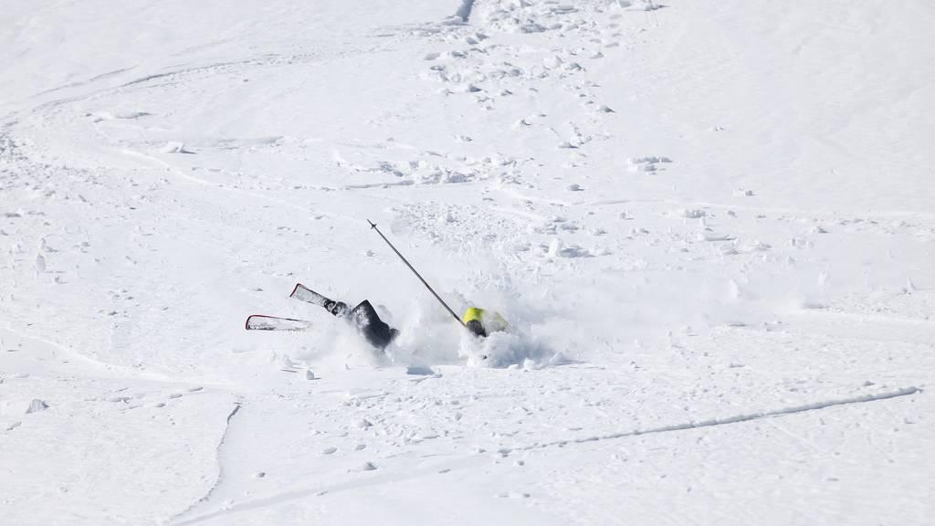 Ein unbekannter Skifahrer hat am Freitagmorgen in Lech eine 68-jährige Frau umgefahren. (Symbolbild)