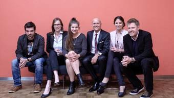Der Präsident und die Sieger: (von links) Thomas Ulrich (Kategorie Foto), Sabine Kuster (Print), Rafaela Roth (Online), Jurypräsident Thomas Müller, Marielle Käser (Radio) und Heikko Böhm (Fernsehen). Mario Heller