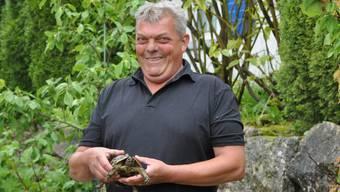 Christoph Burgener mit der Findelschildkröte.