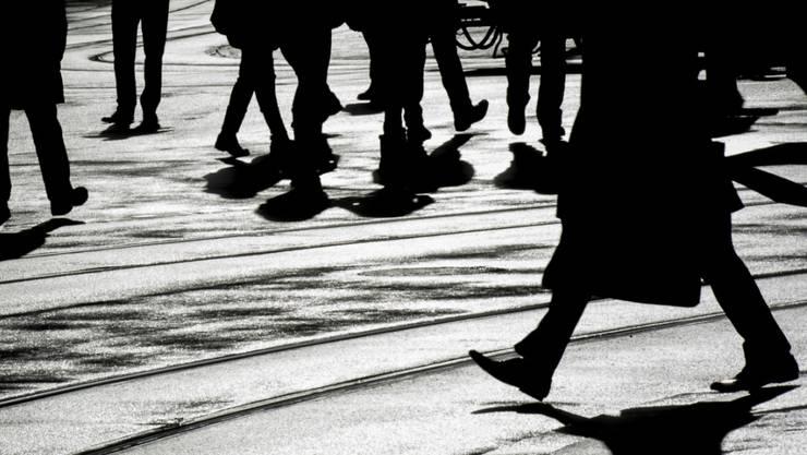 Bewegung hält gesund und beugt Übergewicht vor. Schrittzähler-Daten verraten nun, wie viele Schritte die Bevölkerung im Landes- und auch im Geschlechtervergleich zurücklegt. (Symbolbild)
