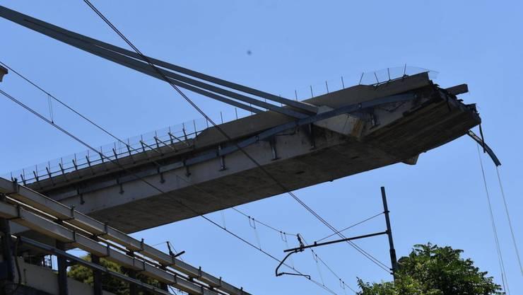 Die Morandi-Brücke in Genua einen Tag nach ihrem Zusammensturz Mitte August. 43 Menschen waren ums Leben gekommen.