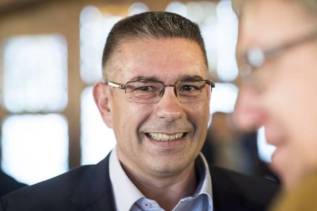 Vizeammann Markus Schneider freut sich nach seiner Wahl zum Stadtammann, anlaesslich des zweiten Wahlgang im Stadthaus in Baden, aufgenommen am Sonntag, 26. November 2017. (KEYSTONE/Ennio Leanza)
