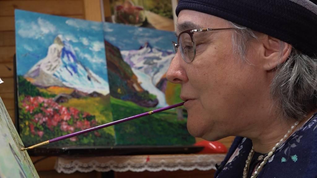 Mundmalerin Bracha Fischel: «Es gibt keine Grenzen im Rollstuhl»
