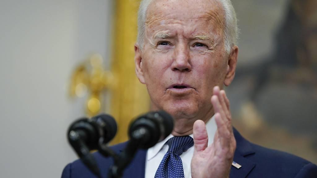 Joe Biden, Präsident der USA, spricht im Roosevelt Room des Weißen über die Evakuierungen in Afghanistan. Foto: Manuel Balce Ceneta/AP/dpa