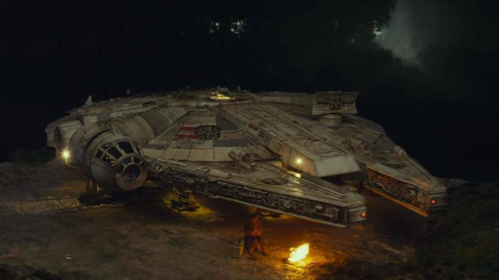 Fans sind begeistert: In «Star Wars Episode VIII: The Last Jedi» steigt Luke Skywalker erstmals seit 37 Jahren wieder in Han Solos «Millennium Falken». (Pressebild)