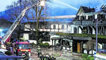 Rund 150 Feuerwehrleute versuchten vergebens, dass Traditionshaus zu retten.