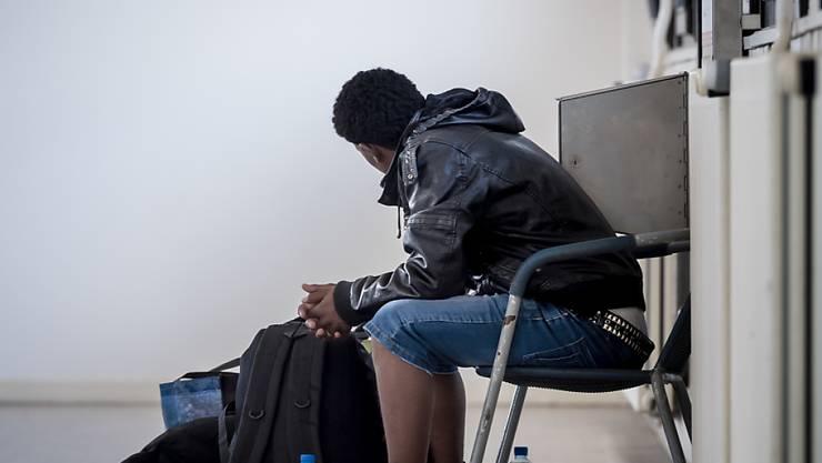 Banges warten auf den Asylentscheid: Bei einer negativen Antwort gibt es seit 2008 nur noch Not- statt Sozialhilfe. (Symbolbild)