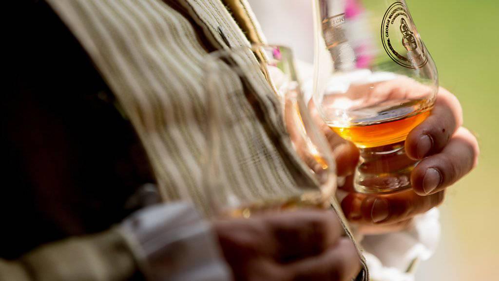 """Darf ein deutscher Whisky das Wort """"Glen"""" im Namen haben? Darüber streiten sich der schottische Whisky-Verband und eine deutsche Brennerei. (Symbolbild)"""