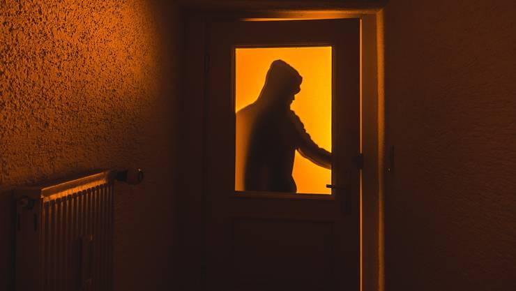 Homeoffice und das Zu-Hause-Bleiben wegen dem Coronavirus macht den Einbrechern das Leben schwer. (Symbolbild)