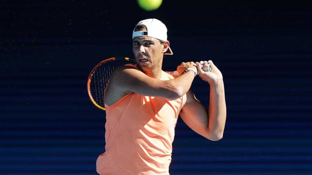 Ein steifer Rücken macht Rafael Nadal zu schaffen