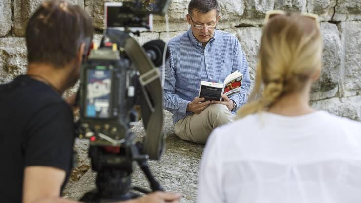 Aufnahmen mit dem Schweizer Fernsehen mit Christof Gasser beim Riedholzturm, einem Tatort im neuen Krimi «Solothurn spielt mit dem Feuer».
