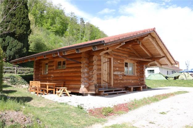 Beliebt bei den Gästen ist die ehemalige Köhlerhütte auf dem Campingplatz in Wil.