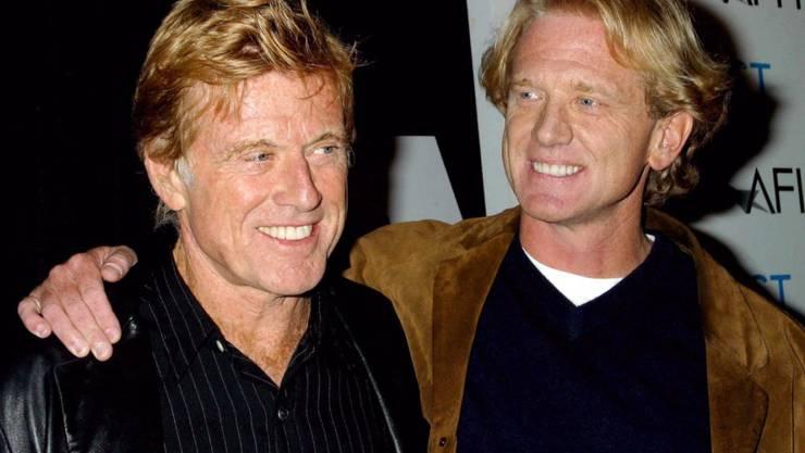 """James Redford (r), der Sohn von Hollywoodstar Robert Redford (l), stellt auf dem Festival des Amerikanischen Filminstituts (AFI) seinen Debütfilm """"Spin"""" vor. James Redford ist im Alter von 58 Jahren an einer Leberkrebserkrankung gestorben. Foto: Wallace/IPOL/dpa"""