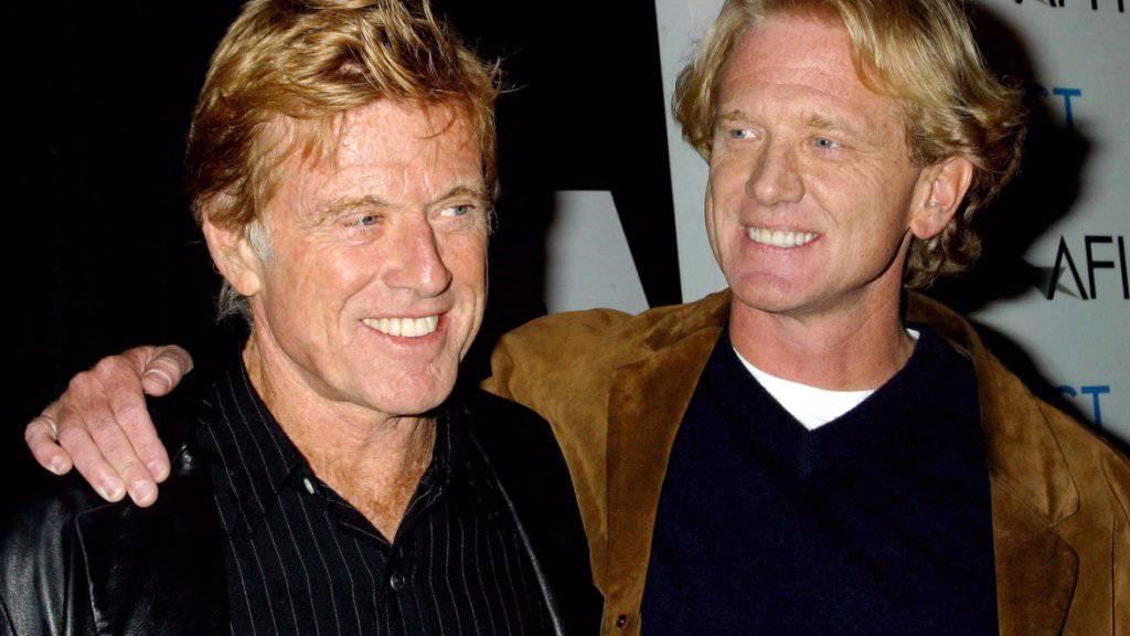 James Redford (r), der Sohn von Hollywoodstar Robert Redford (l), stellt auf dem Festival des Amerikanischen Filminstituts (AFI) seinen Debütfilm «Spin» vor. James Redford ist im Alter von 58 Jahren an einer Leberkrebserkrankung gestorben. Foto: Wallace/IPOL/dpa