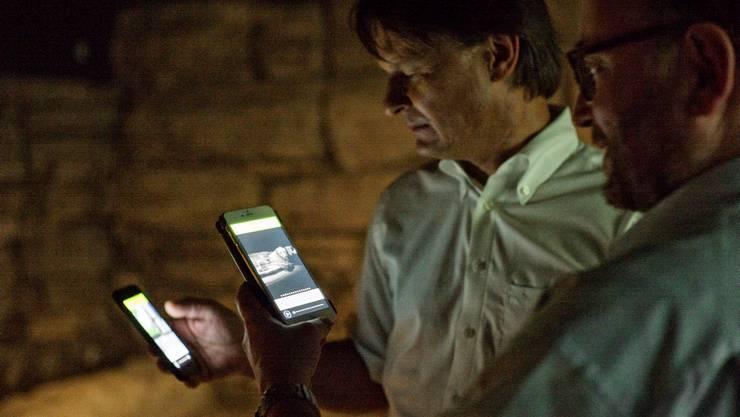 Es sieht aus wie Indiana Jones mit dem Handy: In Basel kann man dank einer App auf Entdeckungstour gehen.