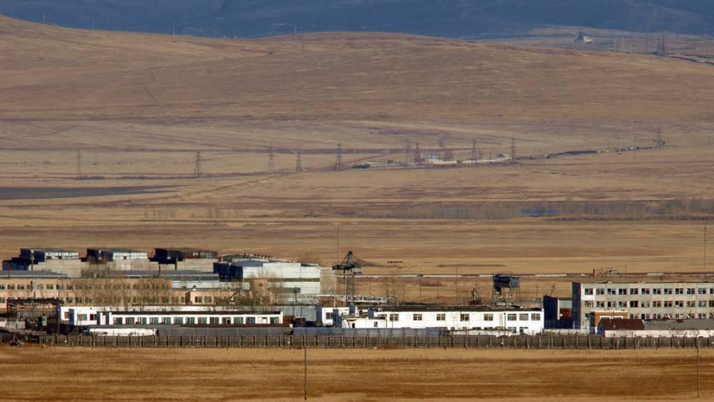 ARCHIV - Das Straflager YAG 14/10 in Krasnokamensk, in das der frühere Eigentümer des Ölkonzerns Yukos Chodorkowski gebracht worden ist. (zu dpa «Hölle auf Erden - Straflager wartet auf Kremlgegner Nawalny») Foto: Tass Yepanchintsev/Tass/dpa
