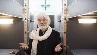 """Pfarrer Ernst Sieber im """"Pfuusbus"""": Eine Spendenaktion in Zusammenarbeit mit Radio 24 hat 60'000 Franken für die Notschlafstelle in Zürich eingebracht. (Archivbild)"""