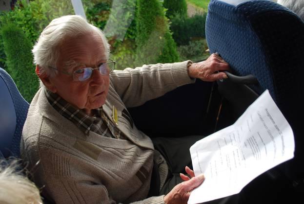 Chronist Leo Niggli studiert das Tagesprogramm