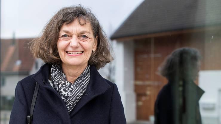 Während zweier Jahrzehnte ihre Wirkungsstätte: Edith Saner vor dem Gemeindehaus in Birmenstorf.