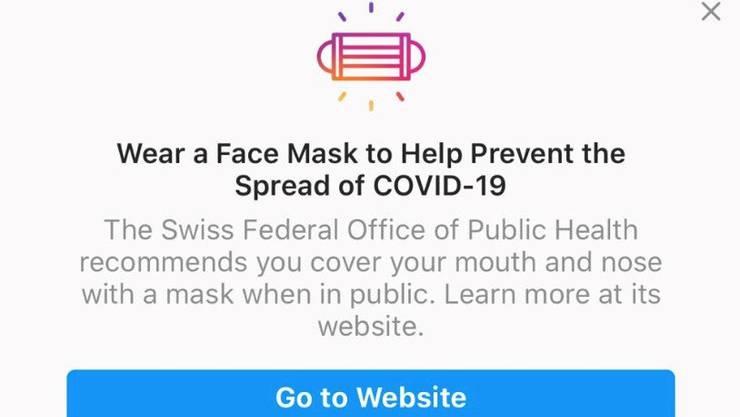 Auf Englisch und in den Schweizer Landessprachen informieren Facebook und die Tochterfirma Instagram über die Maskenpflicht in der Schweiz. Nur: Die Aussage stimmt nicht. In der Schweiz gibt es keine Maskenpflicht draussen in der Öffentlichkeit.