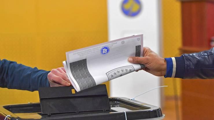 Im Kosovo hat am Sonntag (07.00 Uhr MESZ) die Parlamentswahl begonnen