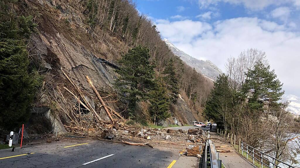 Strasse zwischen Gersau und Brunnen wegen Felssturz gesperrt
