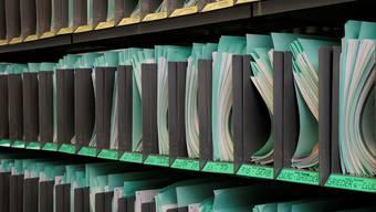 Akten, Akten, Akten: Im Kanton Zürich wird das Steuergesetz angepasst. Das Volk muss sich mit komplizierten Vorschlägen befassen. Foto: Kenneth Nars