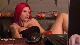 Aviva Rocks ist eine der wenigen professionellen Schweizer Pornodarstellerinnen.