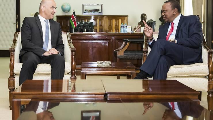 Bundespräsident Alain Berset ist am Montag in Nairobi zu offiziellen Gesprächen mit dem kenianischen Präsidenten Uhuru Kenyatta zusammengetroffen.