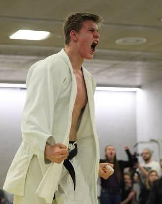 Otto Imala(Brugg) siegt im 1. NLA-Kampf gegen Nathan Gielis