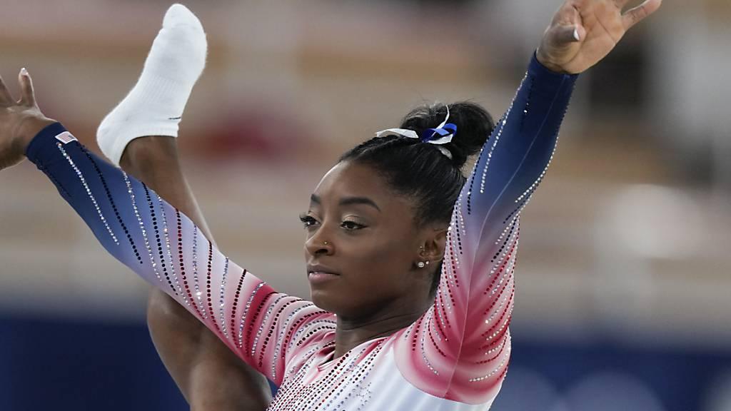 Simone Biles trat zum Abschluss der Kunstturn-Wettkämpfe doch noch einmal an und sicherte sich die Bronzemedaille am Schwebebalken
