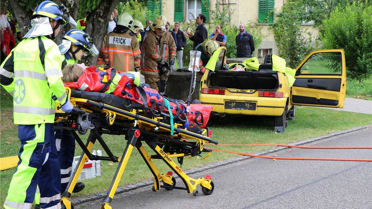 Das Zusammenspiel der Einsatzkräfte bei einem Autounfall wurde im Kurs thematisiert und erläutert.