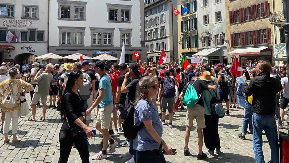 Massnahmen-Skeptiker stossen in Luzern auf Widerstand