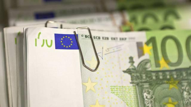 Neben US-Dollar und Schweizer Franken wollte das Paar auch Euro über die Grenze bringen (Symbolbild)