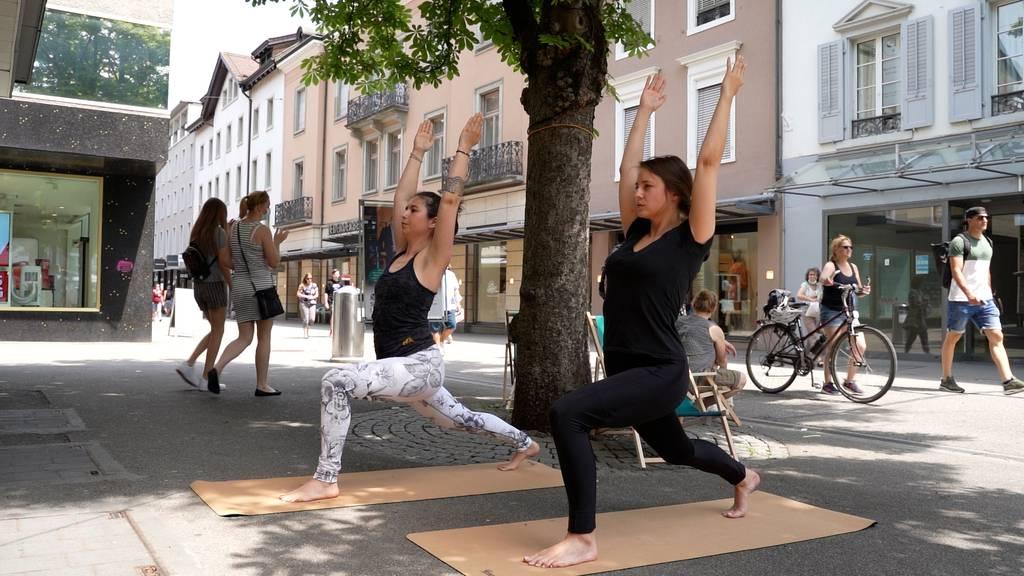 Wer macht da mitten in Baden Yoga?