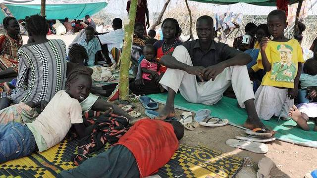 Südsudanesen in einem Zelt (Symbolbild)