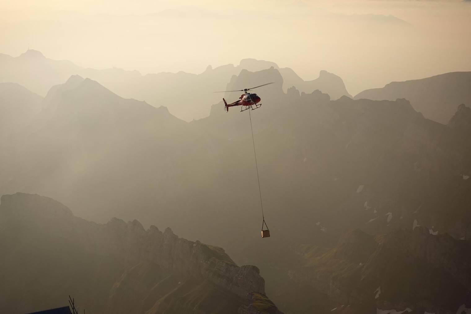 Per Helikopter wurden die Bauteile angeflogen. (Bild: zVg)