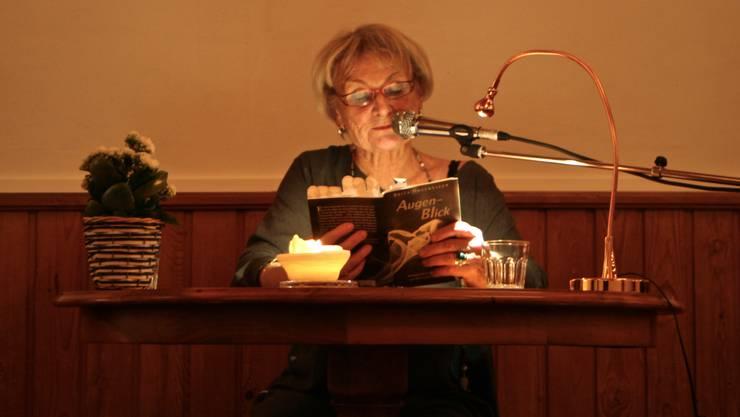 Brita Holthuizen fesselte die Besucher mit Ihren berührenden Geschichten