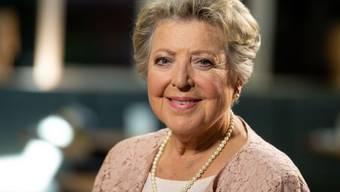 """Die Schauspielerin Marie-Luise Marjan sitzt im Filmstudio der ARD-Telenovela """"Rote Rosen"""". Die aus der """"Lindenstraße"""" als Mutter Beimer bekannte Marjan gibt ein Gastspiel in der Serie."""