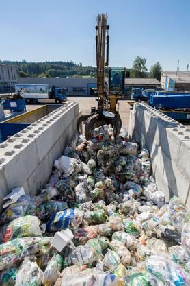 Der gesammelte Kunststoff wird zur Weiterverarbeitung der InnoRecycling AG weitergegeben.