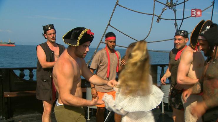 Auf dem Piratenschiff wird fleissig getanzt.