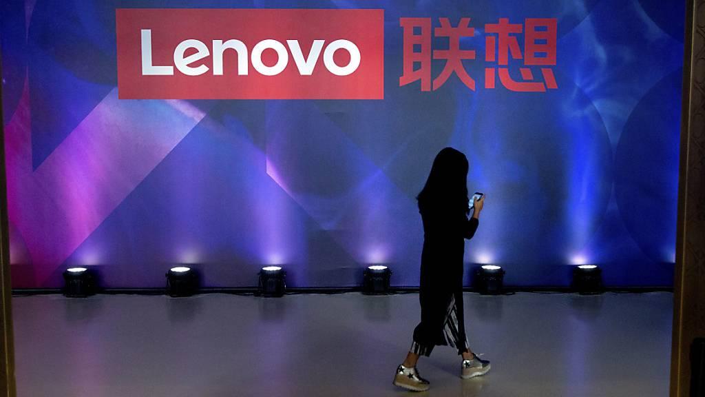 Lenovo hat als Hersteller von Computern vom Trend zum Homeoffice profitiert: Weil viele Menschen zuhause ein Büro einrichten mussten, gingen auch die Bestellungen beim weltgrössten Computerhersteller nach oben. (Symbolbild)