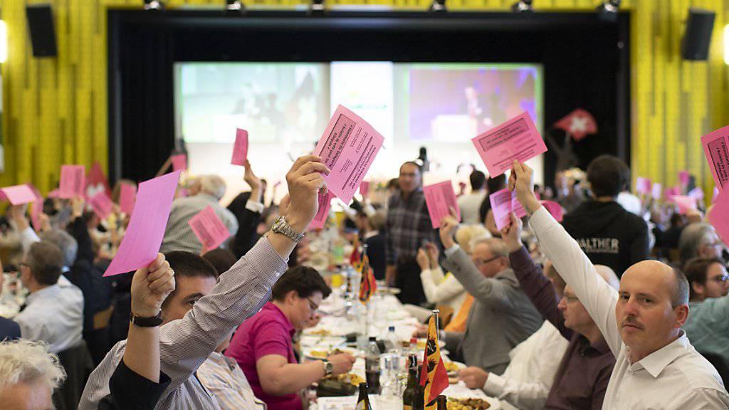 Die Delegierten der SVP Schweiz fassten am Samstag die Nein-Parole zur eidgenössischen Vorlage über die EU-Waffenrichtlinien.
