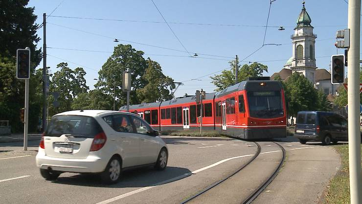 Erneuter Bipperlisi-Unfall: diesmal beim Baseltorkreisel in Solothurn.