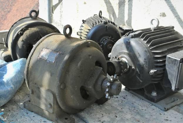 Die alten Elektromotoren werden durch neue ersetzt.