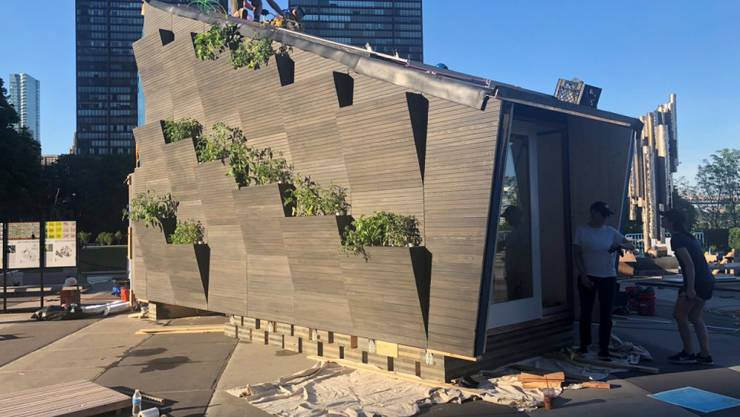 """Das sogenannte """"Ecological Living Module"""" wurde vor dem Hauptsitz der UNO in New York aufgebaut. Es bietet Platz für eine vierköpfige Familie."""